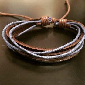 Brățară reglabilă din piele maro cu șnururi albastre
