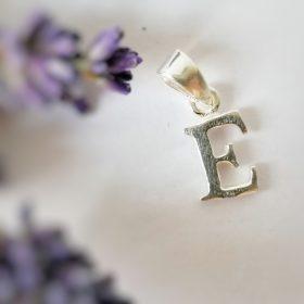 Pandantiv – Litera E